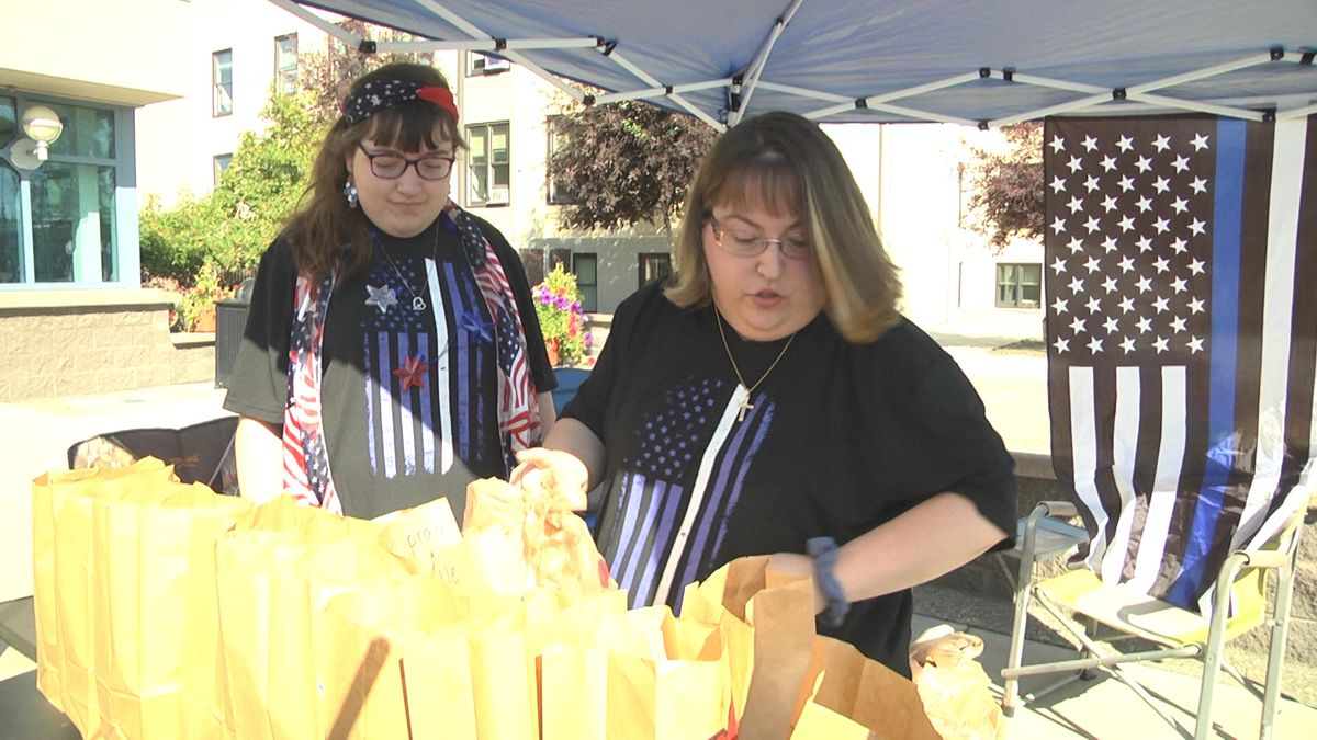 Jennifer Ham and her daughter, Katelyn, collect snacks for law enforcement Saturday morning. (Sarah Hollister/KTVF)
