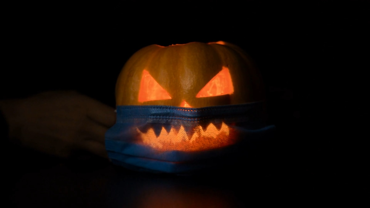 Jack-o-lantern with a protective mask