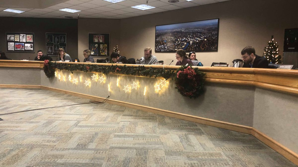 Assembly members discuss recommended projects for the Capital Improvement Program at Thursday night's meeting. (Sara Tewksbury/KTVF)