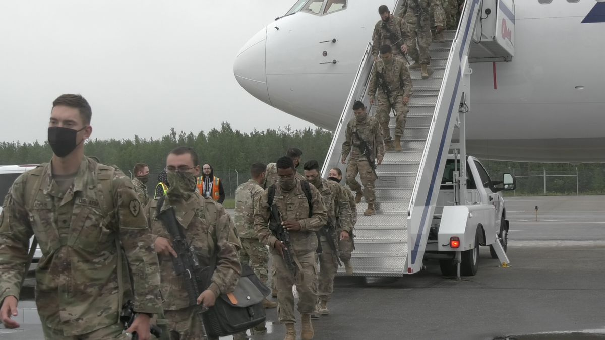 Soldiers returning home after a nine-month deployment to the Middle East. (Sara Tewksbury/KTVF)