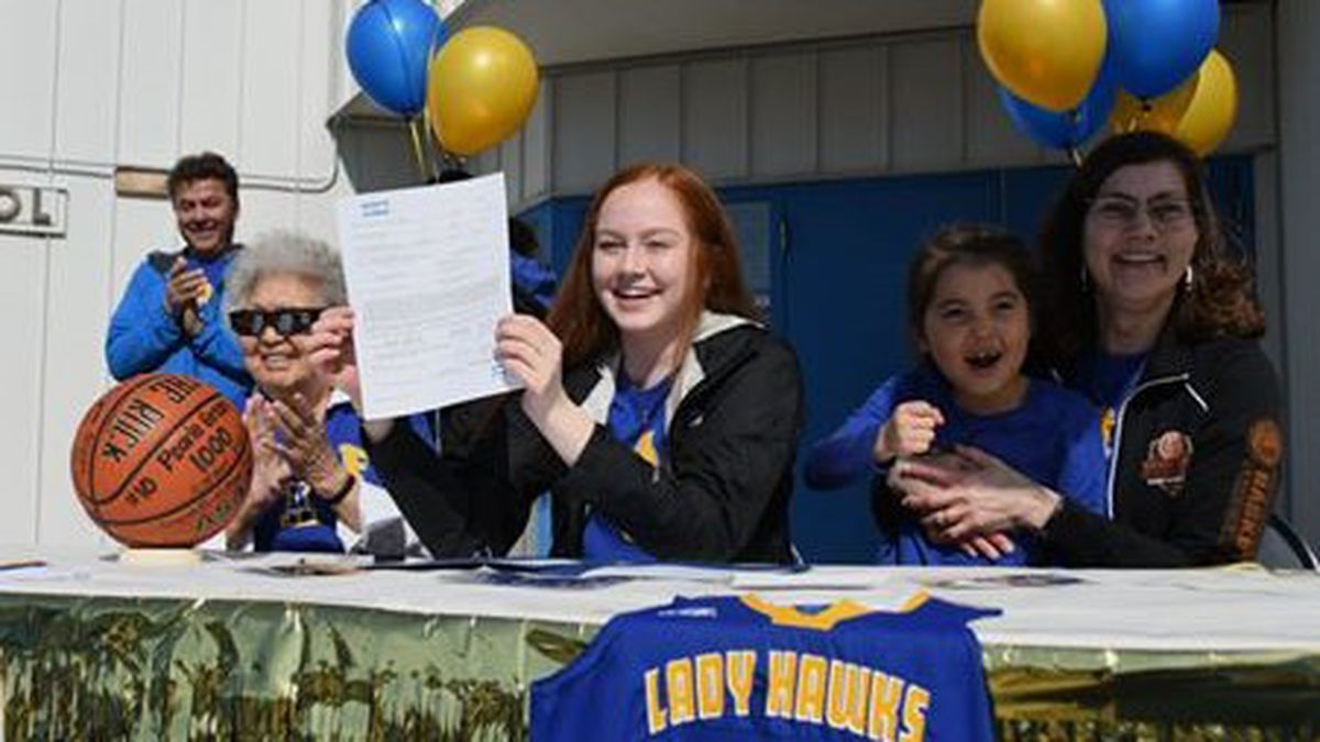 Galena's Pearle Green signs National Letter of Intent to play for the Alaska Nanooks (C: Paul Apfelbeck)